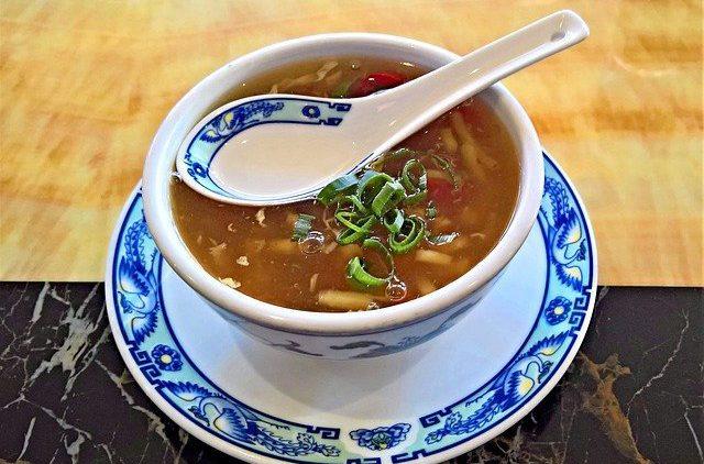 Диетологи рассказали, кому нельзя есть суп