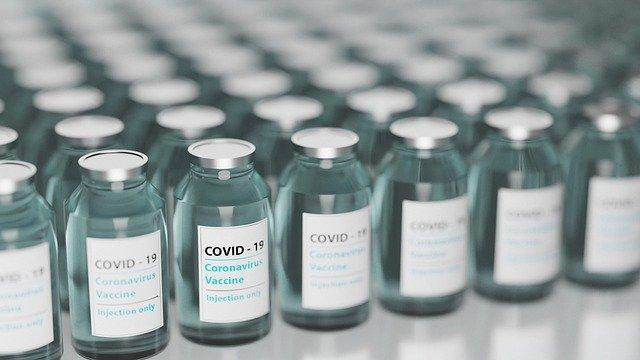Онищенко объяснил, кому нужно делать прививку от COVID-19