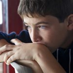 Почему появляется перхоть на голове – от чего бывает и как лечить