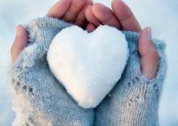 Сухость и трещины: как защитить кожу рук зимой