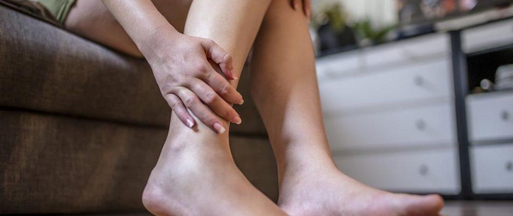 Как быстро устранить тяжесть в ногах?