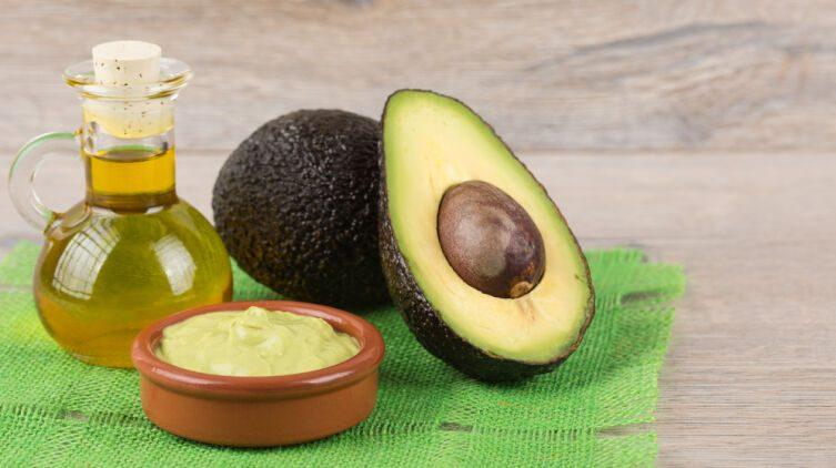 Как использовать масло авокадо при уходе за собой?