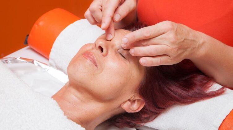 Зачем делать лимфодренажный массаж лица?
