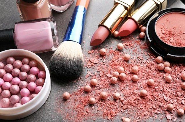 Красота в пандемию: какую косметику чаще всего покупали в прошлом году в мире
