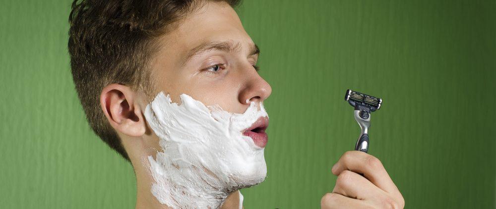 Когда начинать бриться подростку