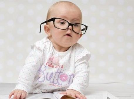 Как ребенок учится самостоятельно сидеть