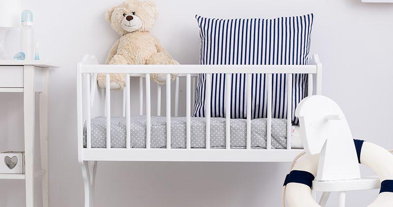Кроватка или колыбель: что лучше для новорожденного?