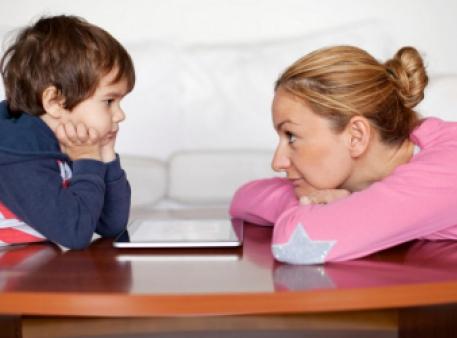 Вред чрезмерной опеки для развития ребенка